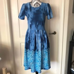 LARGE LULAROE BLUE TIE DYE AMELIA DRESS
